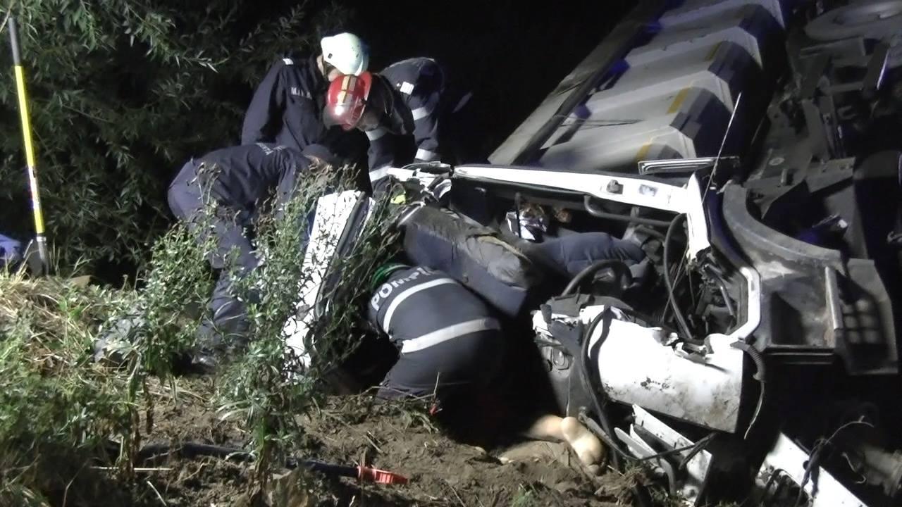 accident camion descarcerare sofer mort