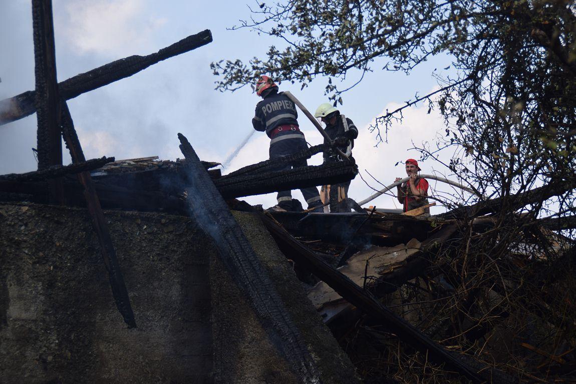 incendiu-sarata-2